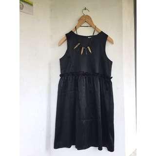 Dress hitam gaudi fit to M