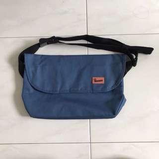 Crumpler Ludicrous Debacle Sling Bag