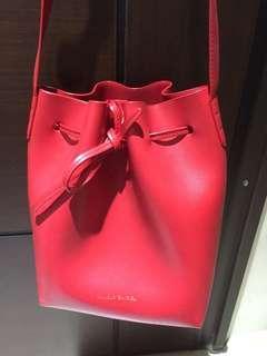 🚚 俏皮紅水桶包