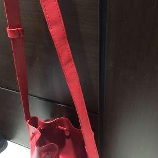 🚚 紅色水桶包