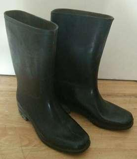 Preloved Rainy Rubber Boots