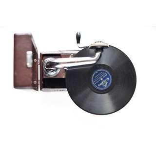 俄羅斯古董手提留聲機