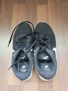 Pre-loved Nike Tanjun running shoe