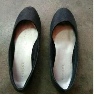 Vincci Flat Shoes (Black)