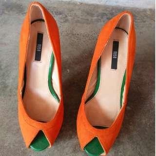 Nose Heels (Orange)