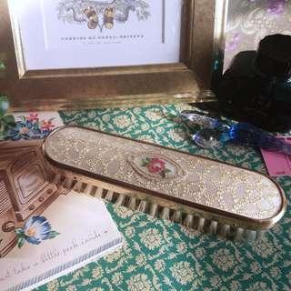 ✨ 英國古董 🌾 金絲花紋玫瑰刺繡 銅質鍍金包邊毛髮梳 / 衣物刷 ✨