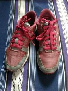 Reebok sneakers 6 1/2