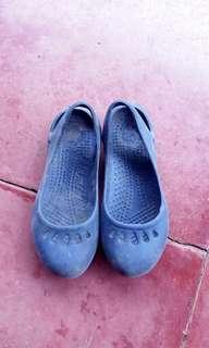 Sepatu anak crocs size 24