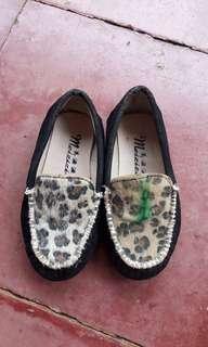 Sepatu hitam size 26