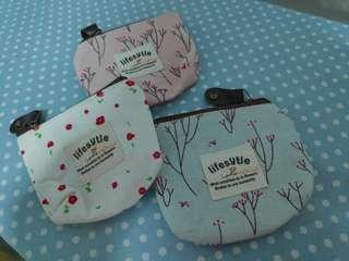 🚚 3 for $2 ONLY Woman flora coin bag new