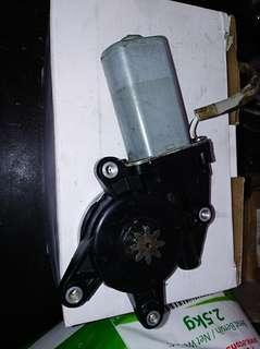 power window wira LH ori