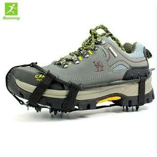 Pair Snow Shoes Gripper Spikes Boots Overshoes Climbing Grip Crampon Walk Cleat