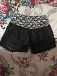 Highwaist lace shorts
