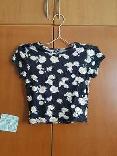 Crop top floral daisy black tight fitting