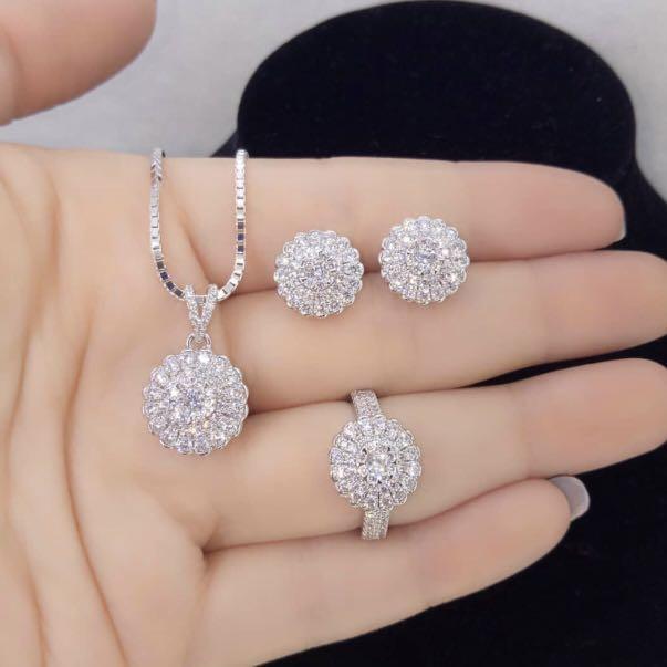 Gambar Perhiasan Emas Dan Berlian - AR Production