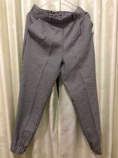 Baggy Pants Monochrome