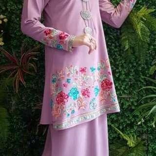 Baju kurung moden bunga sulam