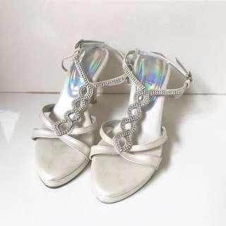 Sepatu Pesta Donamici Broken White Heels 9cm