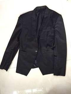 🚚 黑色 基本款西裝外套 細翻領 單扣 修身 緞面袋口 兼具休閒與正式場合百搭款式