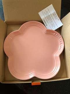 Le Creuset 22cm flower plate pink color