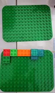 Lego Parts (Duplo base x 2)