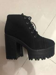 Super comfortable ankle boots 90% new