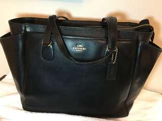 🚚 Coach 真牛皮尿布包包或商用 Diaper Bag or multi-functioning bag