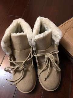 🚚 雪靴(全新,小瑕疵)第二張殘膠