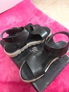 Sepatu sandal FLY