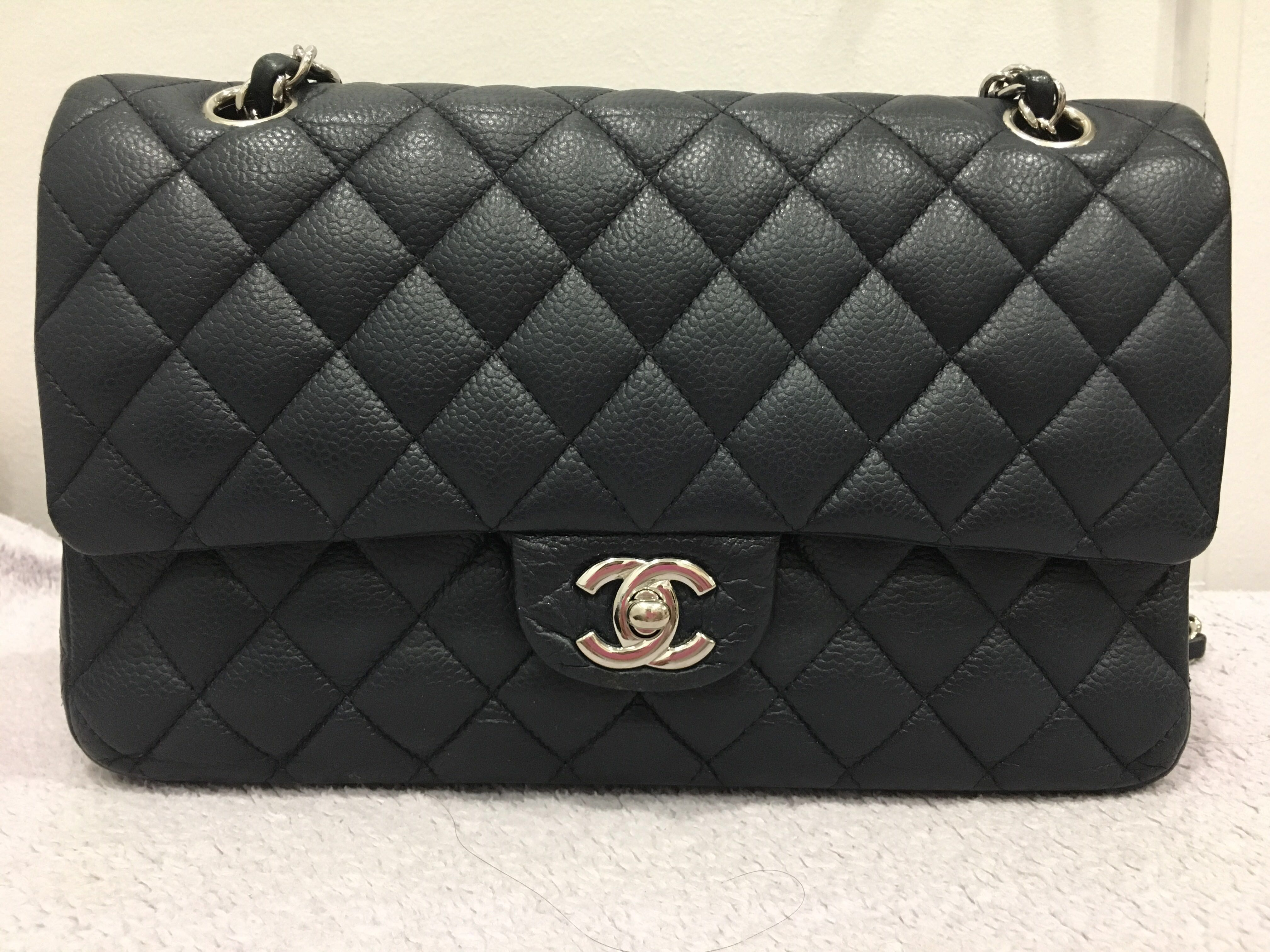 2a0dadef8918 Authentic Pre-loved Classic Chanel Caviar Medium double flap phw bag navy  blue
