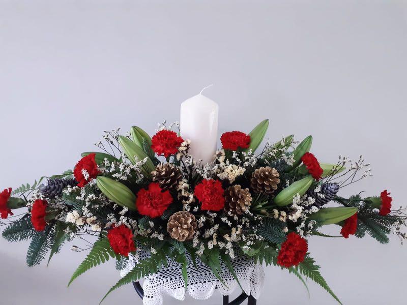 Christmas Flower Arrangements.Christmas Flower Table Arrangement