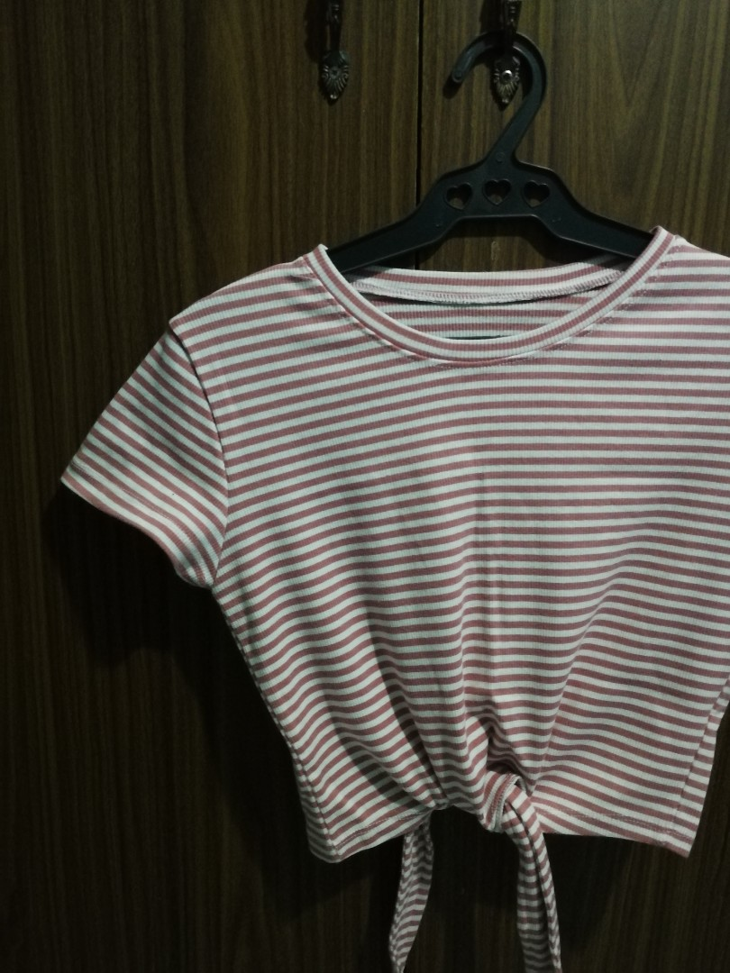 c09f55226c5142 Cute Crop Top, Women's Fashion, Clothes, Tops on Carousell