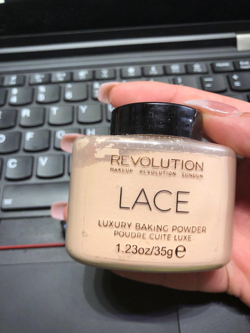 MAKEUP REVOLUTION lace luxury baking powder