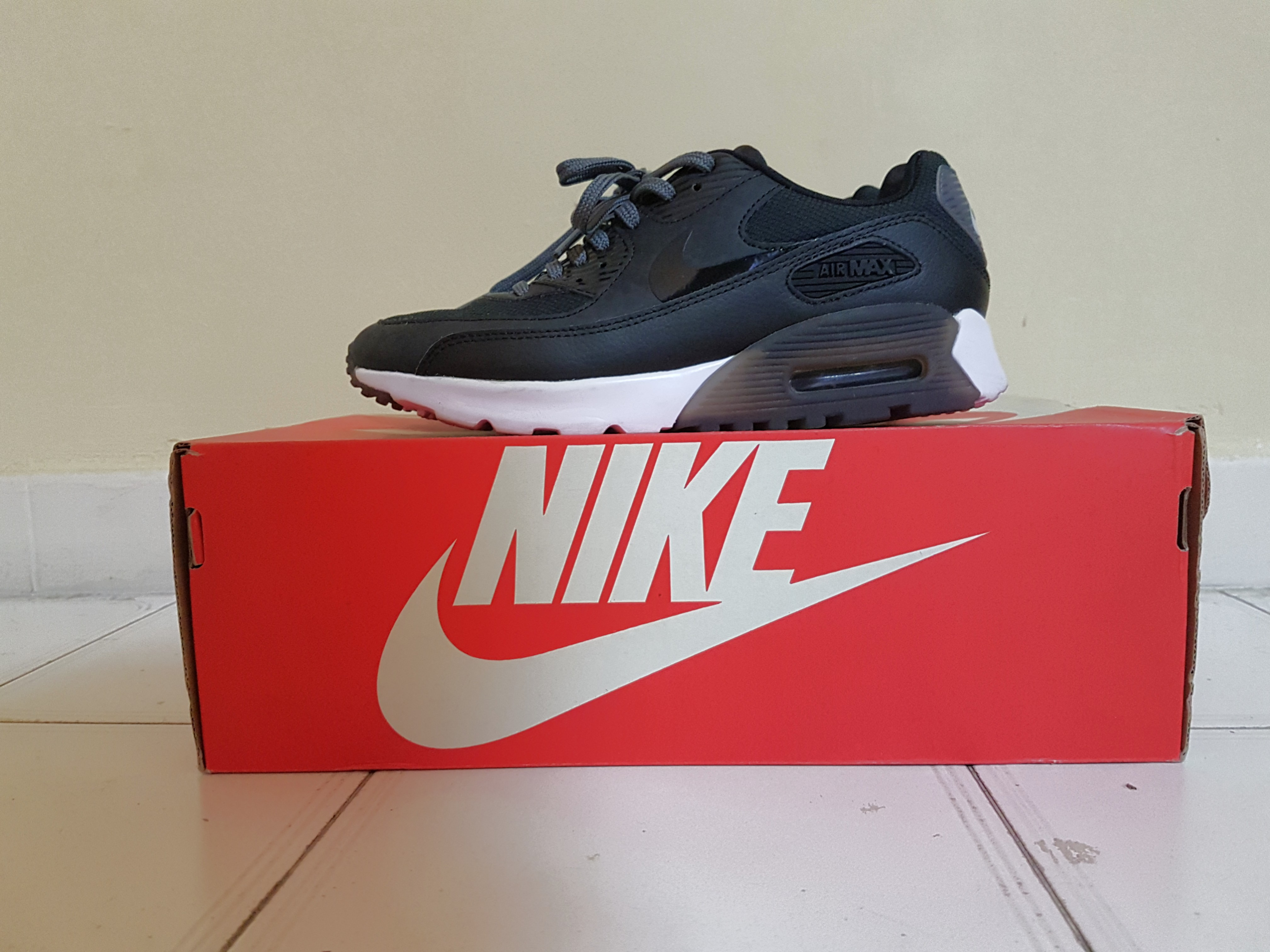 timeless design fd8ee d0ad5 Authentic Nike Air Max 90 Ultra Essential UK Size 3.5, Eur Size 36.5 ...