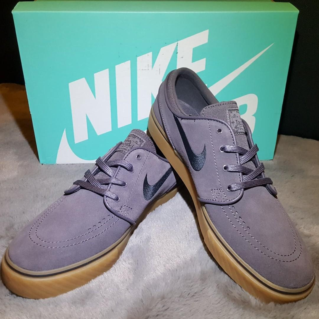 paracaídas Saliente Marcha atrás  Nike SB Zoom Stefan Janoski Thunder Grey Black Gum, Everything Else on  Carousell