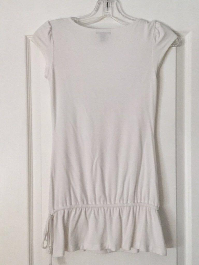 White scoop-neck cap-sleeved shirt size S, Small. Girls/Teens