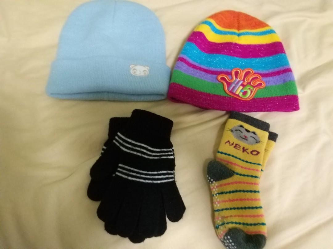 9c9eab486b7 Winter Gloves + socks + cap