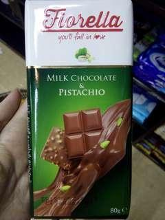 Fiorella Milk Chocolate & Pistachio
