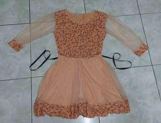 Laced long sleeves dress