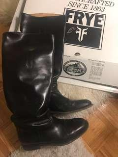 Frye boots in black Sz 10