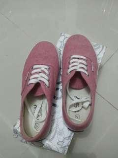 GENUINE TOMY pink shoes
