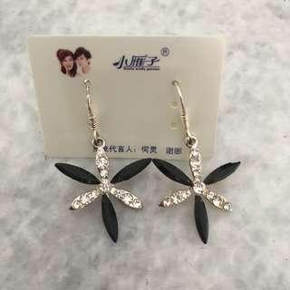 Anting Gantung Bunga / Anting Pesta Murah / Anting Perak Kristal / Anting Silver / Hadiah Ulang Tahun