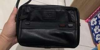 Tuni black leather travel toiletry clucth