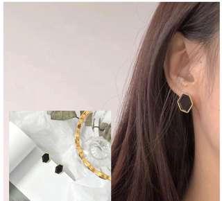 [NEW] Black Gold Petite Simple Stud Earring