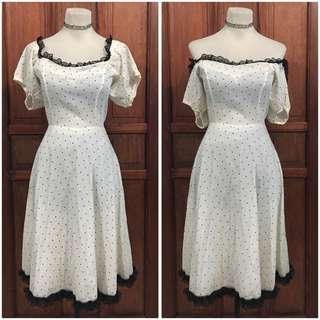 White polka dress offshoulder (small-medium) 100 pesos only!