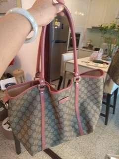 Authentic Gucci shoulder bag for sale! With dustbag