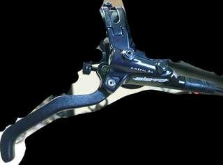 TRP Slate T4 DISC BRAKE WITH SAINT/ZEE FINNED RESIN PADS (Front Right Lever)