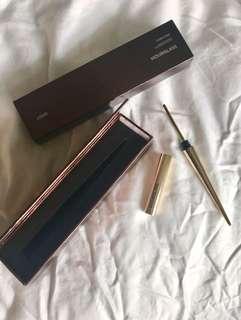NEW Hourglass Curator Eyelash Tool