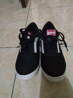 Sneakers vans hitam