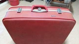 天津製造( 古董皮箱)(長26寸、 厚 7寸、高20寸) 狀態良好完整